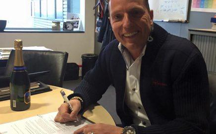 Rob tekent contract bij SBS